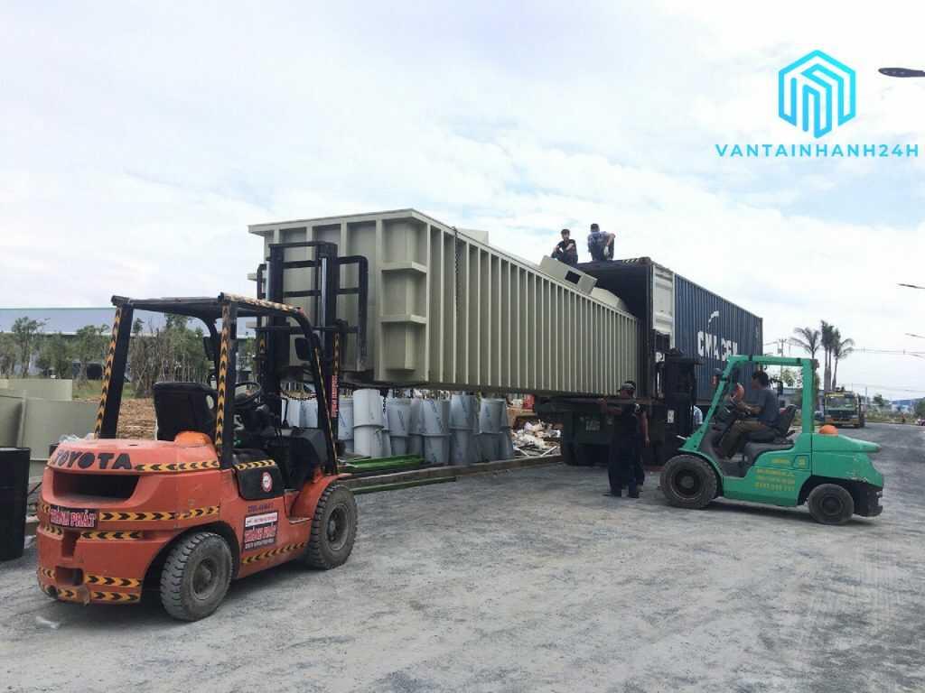 Thuê xe nâng rút hàng container